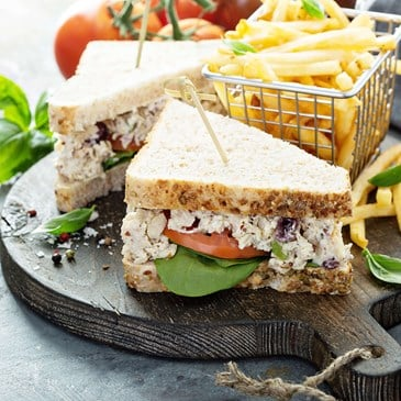 沙拉蛋黄酱三明治用帕尔斯加稳定剂做